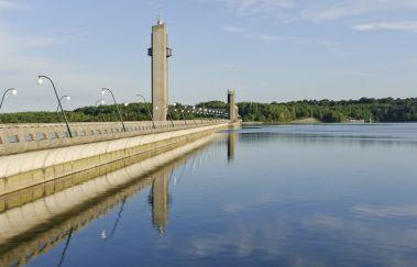 Bezoek aan de stuwdam van de Meren van Eau d'Heure-Lac tot