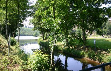 La vallée du lac et sa plaine de jeux à Neufchâteau-Sports et loisirs tot Provincie Luxemburg